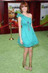 http://img206.imagevenue.com/loc141/th_159588998_Bella_Thorne_The_Muppets_Premiere_Hollywood_122_141lo.jpg