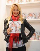 http://img206.imagevenue.com/loc169/th_793087826_Luisana_Lopilato_present_her_first_book5_122_169lo.jpg
