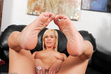Tara Lynn Foxx - Footfetish 5e6fa6xezuv.jpg