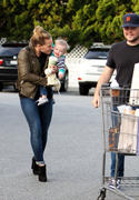 http://img206.imagevenue.com/loc422/th_960731921_Hilary_Duff_at_Bristol_Farms_in_LA11_122_422lo.jpg