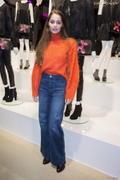 """Marie-Ange Casta - Présentation du sac """"Balloon Dog"""" de Jeff Koons pour H&M au centre Pompidou à Paris le 9 décembre 2014."""