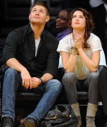 Nov 24, 2010 - Danneel Harris and Jensen Ackles at Lakers Game in Los Angeles Th_22376_tduid1721_Forum.anhmjn.com_20101127084048006_122_469lo