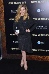 http://img206.imagevenue.com/loc522/th_339470295_CFF_Abigail_Breslin_at_Tribeca_Film_Institute_benefit_screening_of_New_Years_Eve_122_522lo.jpg