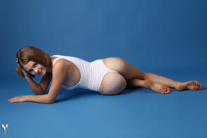 http://img206.imagevenue.com/loc586/th_365053204_tduid300163_silver_angels_Sandrinya_I_whiteswimwear_1_057_122_586lo.jpg